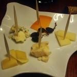 バル  ハルヤ - 道産チーズの盛り合わせ