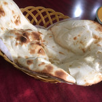 ミヤギディ レストラン - プレーンナンはおかわりOK。やわらかふんわりな甘いナン。おいしいです。