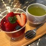 フルーツ イワナガ - この日のオススメ、苺の寒天。シンプルだからこそ、素材の良さが伝わります。