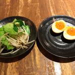 三田製麺所 - 半熟玉子&ちょこっと野菜 ※野菜の量が適量でした