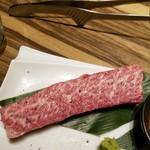 焼肉 GYUJIN - カルビはステーキサイズ
