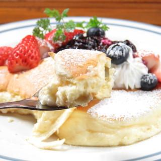 【スプーンで食べる半熟パンケーキ】が満を持して登場!!