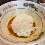 デブソバ リパブリック - 汁なし坦々麺の追い飯  ここに先ほどの生卵と具入りラー油を沢山入れて完食! 腹パン間違いなし!