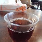 クックフェイス - お茶美味しい!テーブルにポットあり。