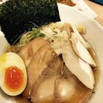 64827699 - 和人チャーシュー麺  大盛り無料   綺麗なラーメン