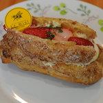 洋菓子 ル・ミエル - 料理写真:イチゴのエクレア