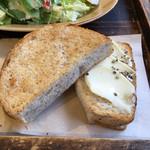 64834011 - 胚芽パン                       クリームチーズとハニーペッパーのせ