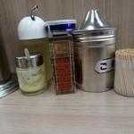 武蔵家 - 平成29年3月31日(金)再訪問・薬味類がありましたが、豆板醤は無し!