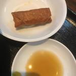 チャイニーズ 芹菜 - 春巻きとタレ