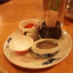 レストラン ディディ - テーブルの上のカスター