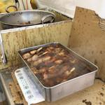 柊 - 店頭で煮込まれているトロトロ炙りチャーシュー(大宮そごう「天空のラーメン博」)