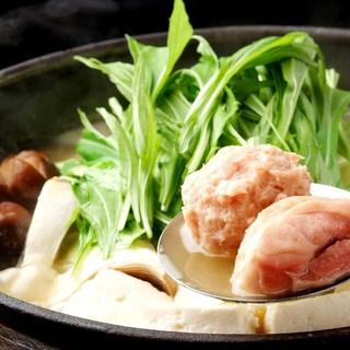 """『濃厚白濁スープの鶏鍋』は他には無い当店の""""名物鍋"""""""