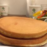 ミルク&パフェ よつ葉ホワイトコージ - パンケーキ分厚い