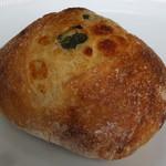boulangerie Paume - セロリとチーズ231円