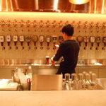YONA YONA BEER WORKS - ビールを入れているところ