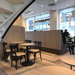 カフェ・ベローチェ - 店内も綺麗で駅直結で便利!
