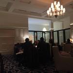 東京ステーションホテル ロビーラウンジ - シャンデリアが重厚