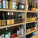 和伊んや - 店内には美味そうな芋焼酎が並んでます!