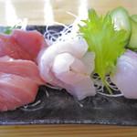 酒が呑める魚屋 大輝鮮魚店 - ちょい盛り(680円)