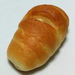 ベーカリー グランシャリオ - 料理写真:塩パン(86円)