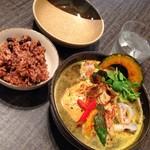 薬膳スープカレー・シャナイア - チキンと野菜のスープカレー&寝かせ玄米