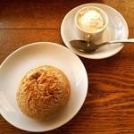65049160 - パンと燻製されたホイップバター