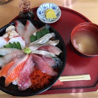 鯛喜 - 料理写真:海鮮丼 ¥1200
