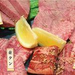 ホルモンひろ - タン4種が味わえる「タン盛り合わせ」