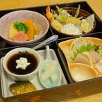 竹屋 - 料理写真:2017年2月 松花堂【1080円】の松花堂の部。