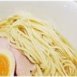 寿製麺 よしかわ - 小麦の風味が抜群の麺。