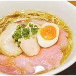 寿製麺 よしかわ - 新中華そば 750円 鴨の旨味と芳醇な醤油の香りが絶妙にマッチしてます♪