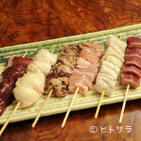 江戸や鮨八 - 人気の串焼きが一皿に。『串焼き盛合せ・6本』