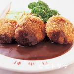 大阪難波 自由軒 - 肉汁タップリミンチカツもおすすめ。デミソースが美味