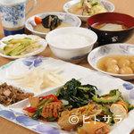 金壷食堂 - 体に優しい素材と味付けで近所の会社員にも人気