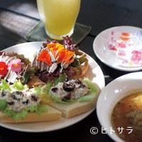 カフェ ビーンズ - 白神酵母で作る手作りパンのオープンサンドやデザート