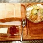 シャルラン - シャルラン@長岡 モーニングのトーストとサラダ