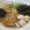 モンキーらーめん  - 料理写真:昼ニボ 麺ハーフ 鶏叉焼半分鶉替え