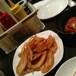 新宿かっぱ - 調味料付きポテチとキムチ