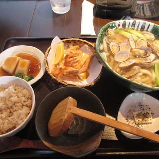 釜揚げうどん 鈴庵 - 料理写真:あさりとアスパラの温かいおうどんセット