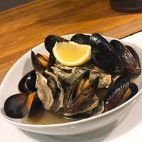 エカイエJP - ムール貝と牡蠣のワイン蒸し❗️900円