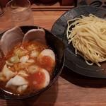 つけ麺屋 やすべえ - 【2017/4】辛味つけ麺(並)+チャーシュー味玉+水餃子