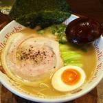 ヌードルワークス - 料理写真:ラーメン 660円