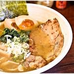 紗々 - 料理写真:らーめん+味玉 700+100円 まさに王道のWスープ!食べやすいので週一はいけますね。