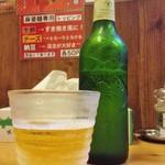 あかずきん - ビールはハートランド、キンキンに冷えたグラスとともに提供されます