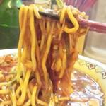 あかずきん - 麺はかなり太目のごっつい麺で固いですね