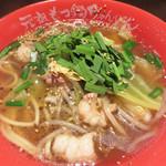 博多芳々亭 - もつ鍋ちゃんぽん 醤油味(小ライス付き) 700円。 同じく麺の大盛無料、ライスのおかわり無料です。