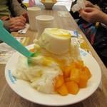 思慕昔 - 料理写真:マンゴーと手作りパンナコッタ雪花氷210元。  生のマンゴーがたっぷりと使われたこの店の人気NO1の商品です。