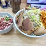 宮二郎 - ど豚骨ラーメン(全部入り)+大盛り+辛ネギ+レアチャーシュー丼【料理】