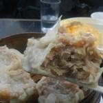 中国料理 登龍 - 皮も餡も美味しいです。 食の細い人なら、これで腹いっぱい。(笑)