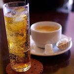 カフェ・デュ・シプレ - ジンジャーエール(辛口)とコーヒー